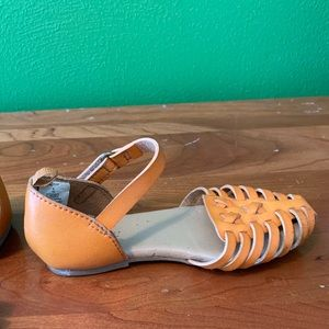 Old Navy Toddler tan sandals 9